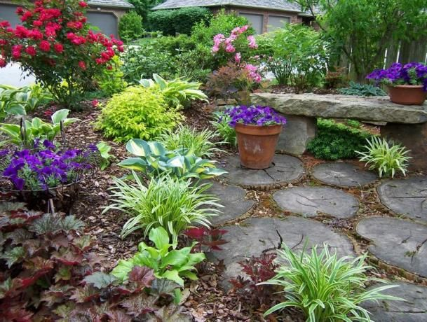 17 best images about rustic flower bed ideas on pinterest gardens planters and flower planters - Rustic flower gardens ...