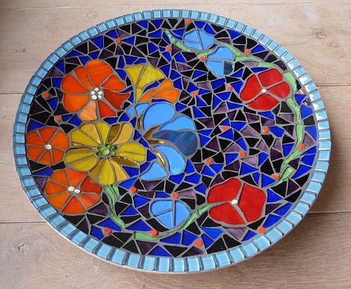 would make a wonderful design for a bird bath in my backyard fantasy garden mosaic designsmosaic ideasfree