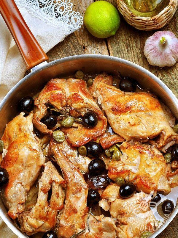 Il Coniglio in bianco con capperi e olive è una pietanza tradizionale contadina toscana, regione italiana che apprezza molto la carne del coniglio. #coniglioaicapperi