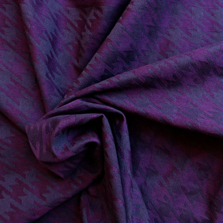 Didymos Houndstooth Viola Petrol.  Fabric:100% Organic Cotton  Surface weight: 230 g/m²  Age of child: From newborns to toddlers.
