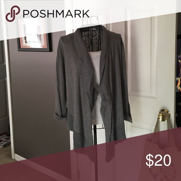 GAP grey shrug sweater GAP grey shrug sweater would fit xs or a small GAP Sweaters Shrugs & Ponchos