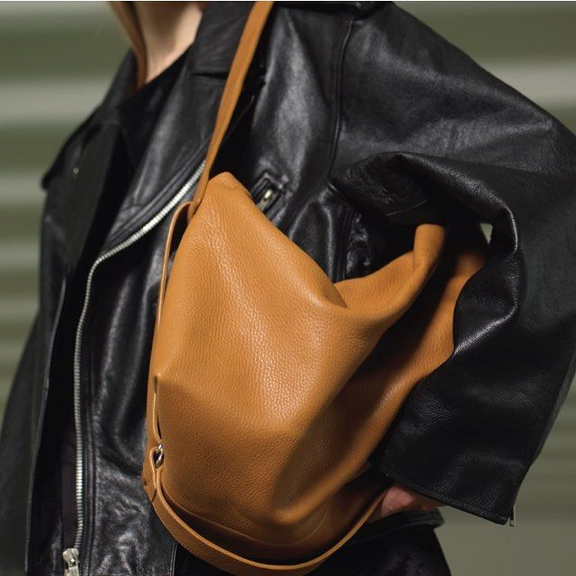 The Ace bag in natural color is available online on www.noanstudio.com