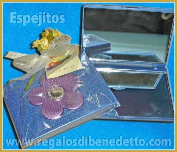 Espejo cerrado con detalle flor de colores surtidos. Dos espejos dentro. #Detalles #Bodas #Wedding #Details
