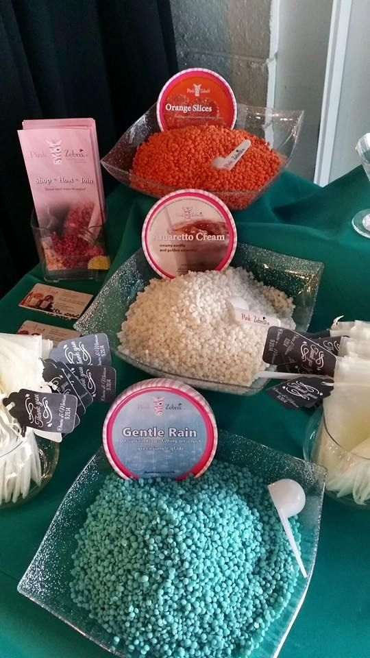 Gorgeous Wedding Candle Bar! Uniquely Yours  #candlebar #weddingcandlebar  http://www.facebook.com/sprinklemycandles sprinklemycandles@gmail.com