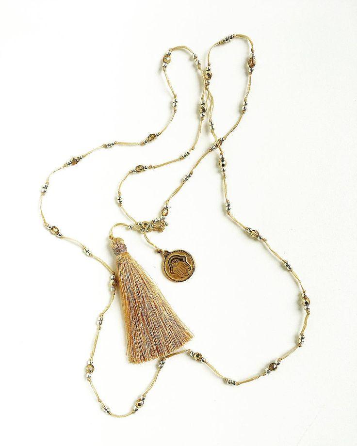 "Polubienia: 28, komentarze: 7 – Anna G. (@poeme.d.anna) na Instagramie: ""Light colored threads with tiny gold beads. Hamsa and a silky tassel.  Subtle protection. . Jasne…"""