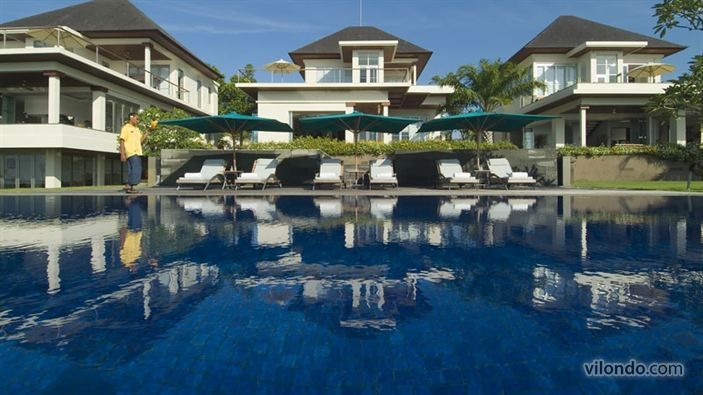 Luxury for 18 in Sanur