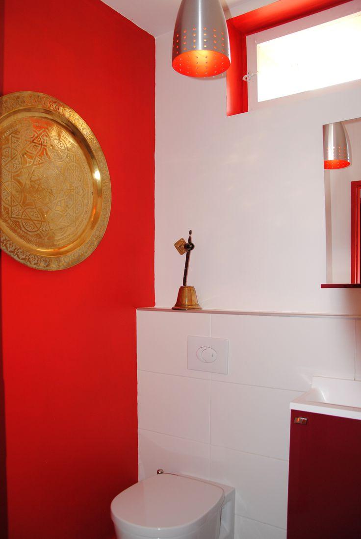 Aurélia Foyatier Architecte à #Lyon - #construction maison - Ste Foy les Lyon - #WC - mur rouge - faience blanc mat - meuble #sanijura - WC ideal standard -  #architecte-lyon #extension