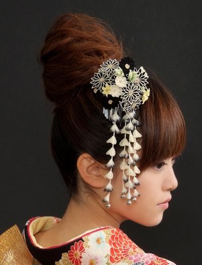 hair arrangement with kanzashi