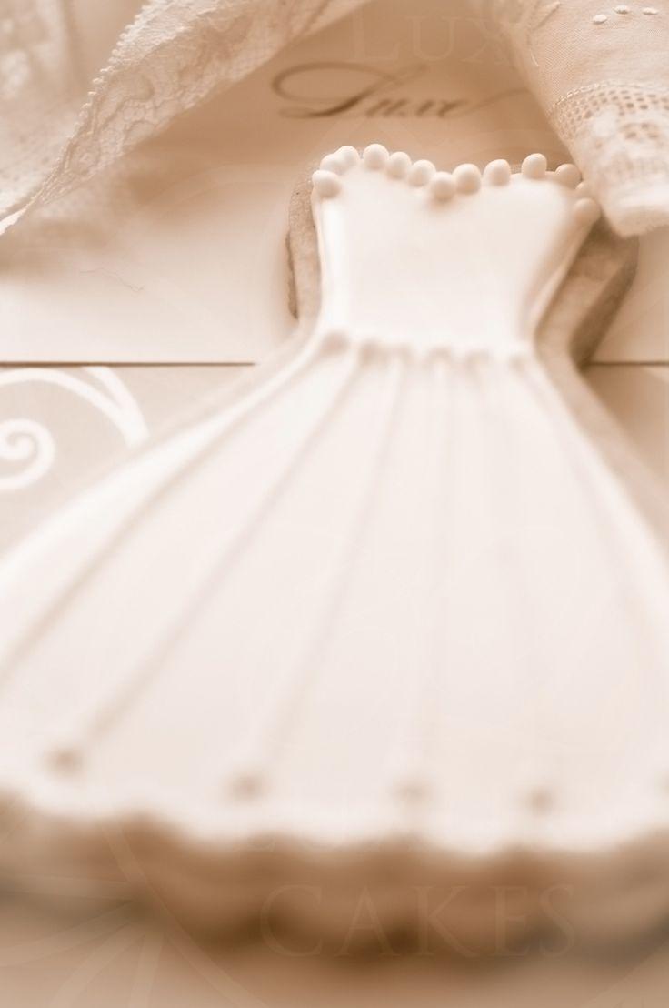cookies-1-sepia-logo-Paris Luxury Cakes