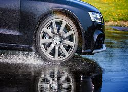 But now you can combine the seasons despite four seasons, at least when it comes to tyres, with the Nokian All Weather Tyre+, you can at least make one saving, for your car that you use all year around.   http://www.nokiantyres.com/winter-tyres/nokian-all-weather-/