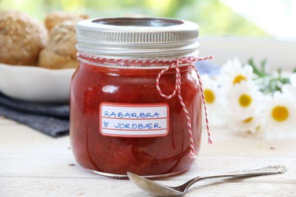Rabarbra- og jordbærmarmelade (litt søt; prøv 300 g sukker)