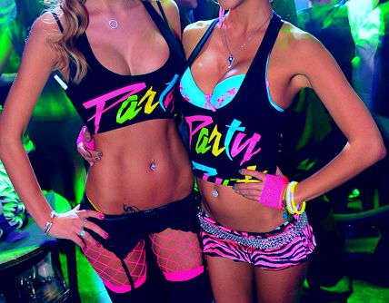 Cant get enough of neon outfits!   #rave #raver #gogo #edc