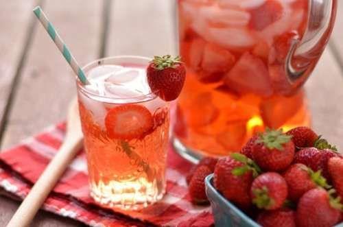 Água de morango ajuda combater gordura no abdomen