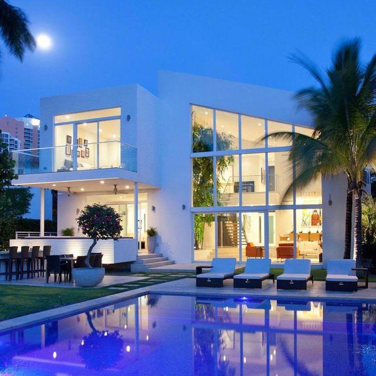 Best 25 Luxury Mansions Ideas On Pinterest: 25+ Best Ideas About Modern Mansion On Pinterest