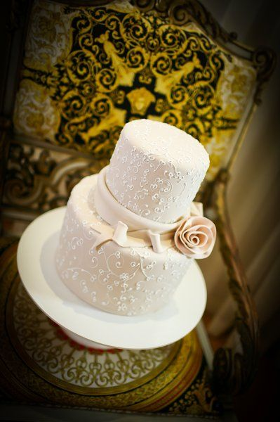 Vintage Ivory Pink Round Wedding Cakes Photos & Pictures - WeddingWire.com