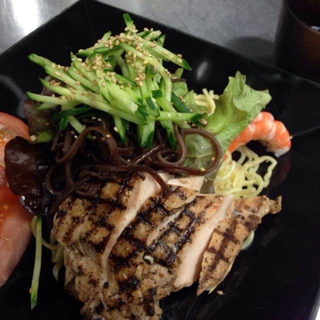 鶏胸肉をシーズニングで味をしグリル(((o(*゚▽゚*)o))) キクラゲは、ボイルし甘酢漬けに(^^;; ヘルシー?! ボリューミーな冷やし中華に仕上げました~_~; - 18件のもぐもぐ - 冷やし中華(^^;; by tougoutouma