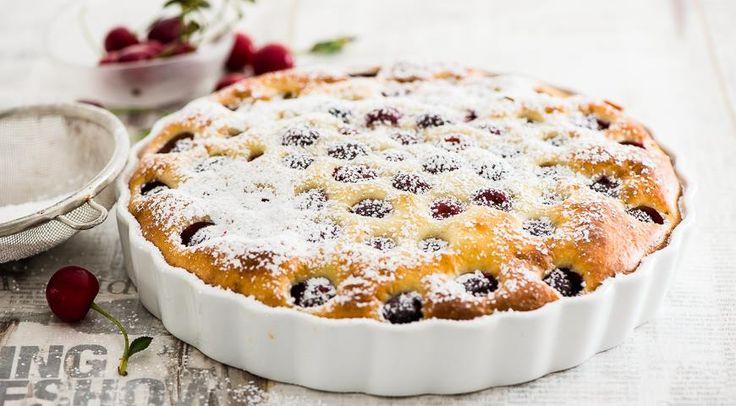 На рынках уже полным-полно вишни. А скоро созреют вишни в саду у дяди Вани, в смысле - на подмосковных дачах. И вот тогда-то вам точно пригодятся гениальные идеи нашего обозревателя Жени Леоновой - как красиво и элегантно справиться с обилием ягод.