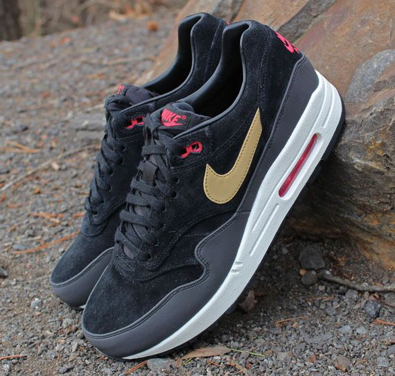 nike air max 1 black gold red background