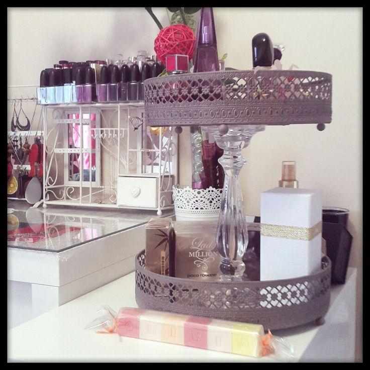 deux plateaux et un bougeoir de chez eurodif et voil mon pr sentoir parfums home deco by me. Black Bedroom Furniture Sets. Home Design Ideas
