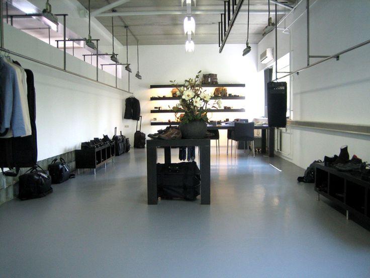 Gietvloeren van Coatingvloer.nl in een hippe kledingzaak