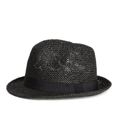 Hat in paper straw with a grosgrain band.