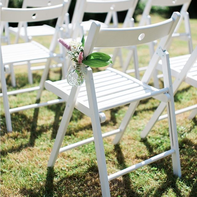 Lisa and Marco wanted a romantic but simple garden ceremony so we matched simple white wooden chairs with small vintage glass jars filled with European bistort and Lily of the valley. . . . #getmarriedindenmark #danishislandweddings #weddingplannerdenmark #weddingplanner #denmarkwedding #destinationweddingplanner #destinationwedding #destinationweddings #weddinginspiration #HuffPostIDo #junebugweddings #FlyAwayBride #smpshareyourstory #theknot #weddingchicks #bryllup #bryllupsplanlægning…