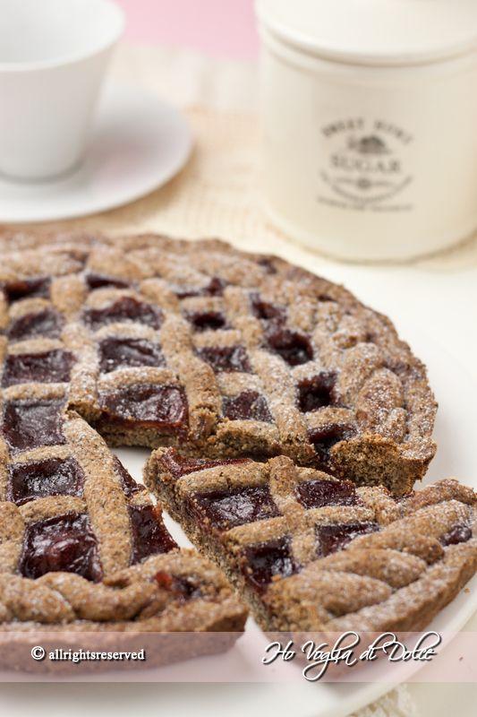 Crostata di grano saraceno e marmellata. Genuina, rustica, buonissima e morbida. Facile da preparare, veloce. Ideale per la colazione e merenda.