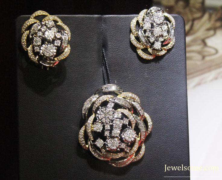 Tanishq inara diamond pendant set