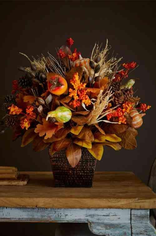 décoration de table et feuilles d'automne