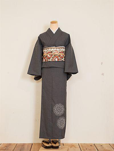 Gray kimono is so elegant!