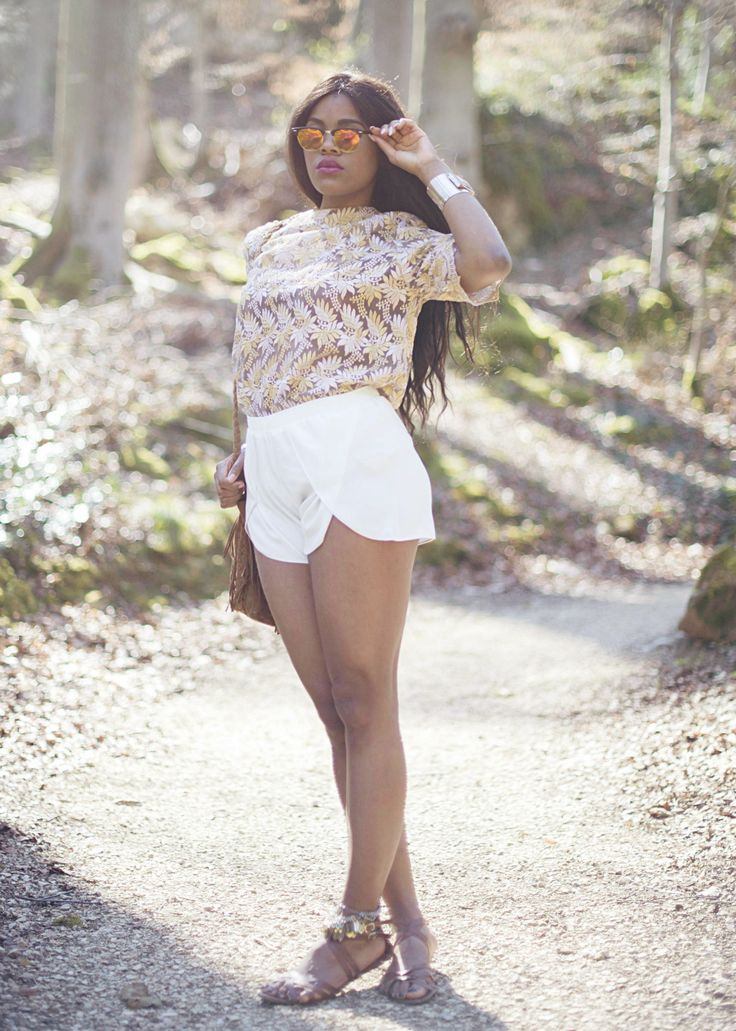 -wallace-yolicia-style-bloggers-brown-fringes-bags-white-spring-summer-shorts-gypsie-boho-tops