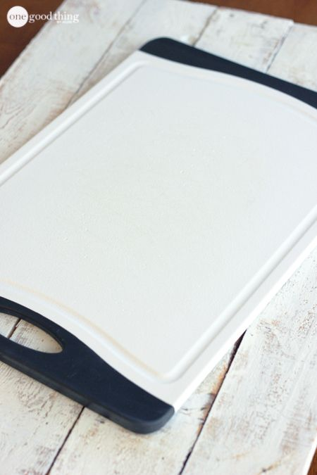 how to clean plastic cutting board with bleach