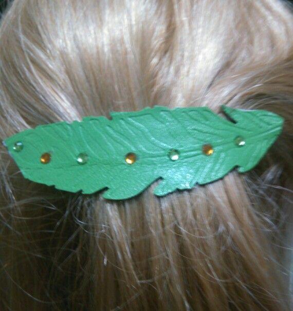 Fema capelli.Colore verde mela.