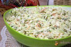 """Салат из свежей капусты """" Зимний"""" Вкусный, хрустящий, простой в приготовлении салат из белокочанной капусты с яйцом и зеленым горошком можно приготовить в зимний день. Ведь продукты для него практически всегда есть в холодильнике в зимнее время года.. Этот салат замечательно прекрано дополнит будничный обед или ужин."""
