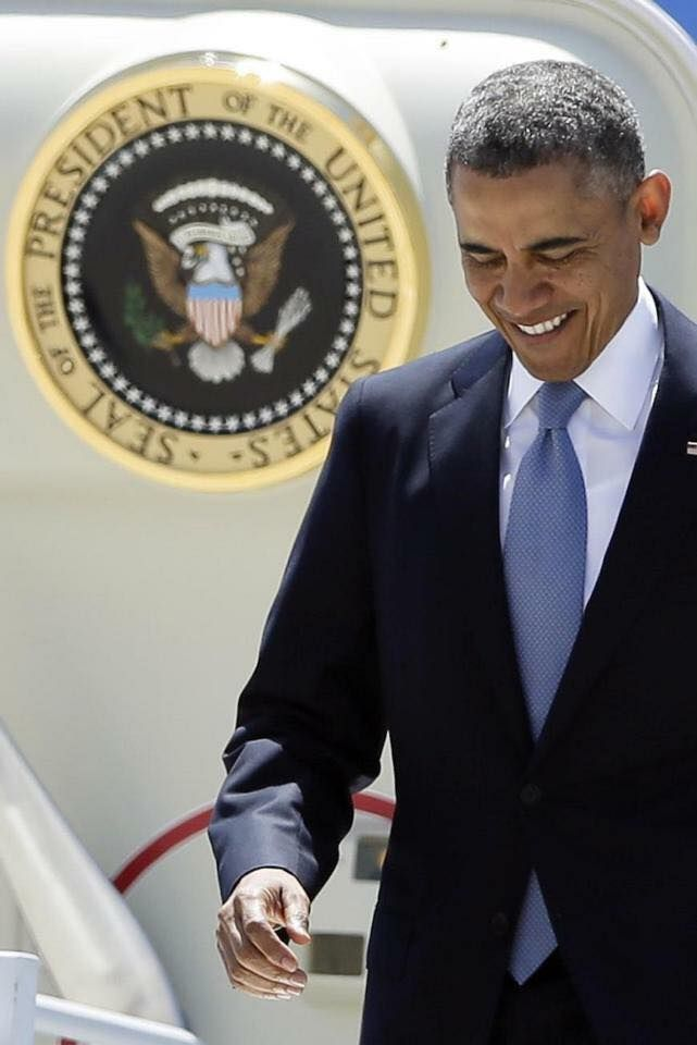 President Barack H. Obama de-planing Air Force One with The Presidential Seal in the background ♥