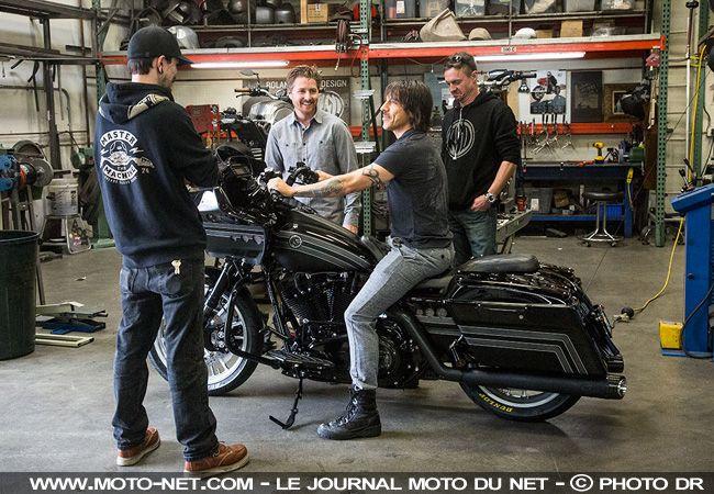 Vidéo moto : la Black Hot Road Glide d'Anthony Kiedis