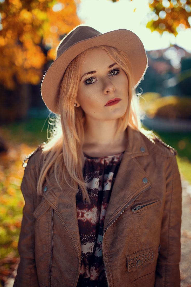 Christina Key trägt im Herbst gerne Maxikleider kombiniert mit Hut