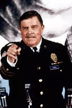 Pat Hingle as Commissioner James Gordon   Batman Returns (1992)