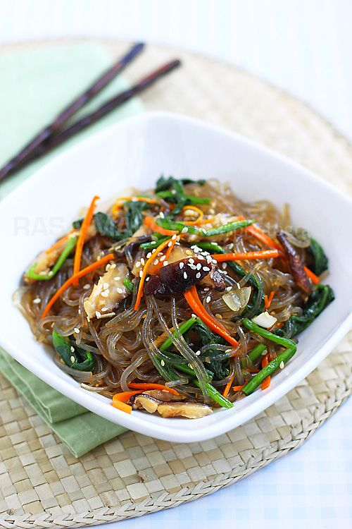 Japchae = Korean Sweet Potatoe noodles with veggies - soooo goood. Tried at the Asian night market and now want to make it. Yum!