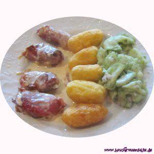 Schweinefilet im Schinkenspeck mit Kroketten und Gurkensalat