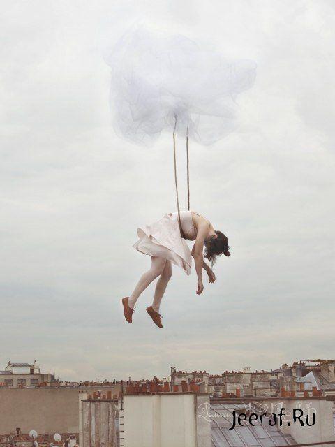 Почему во сне когда летаю то упираюсь в невидимый потолок