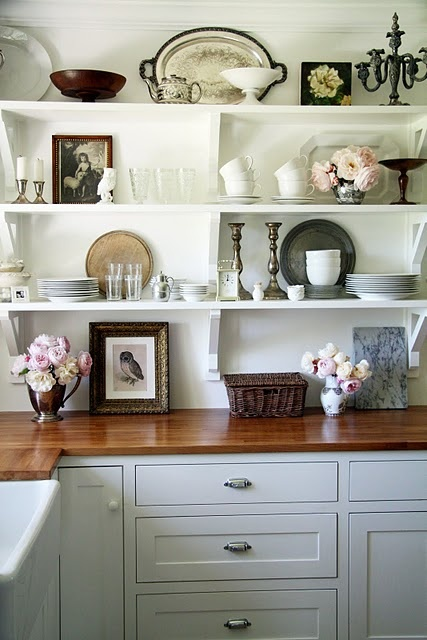Maybe a small corner of my someday kitchen can have open shelving. With little vases of roses below.