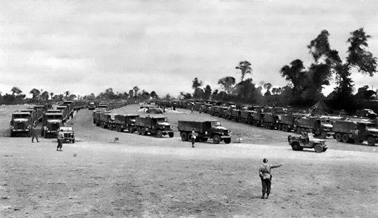 Départ de convois en Normandie sur la Red Ball Express.