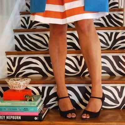 Des marches d'escalier zebrées