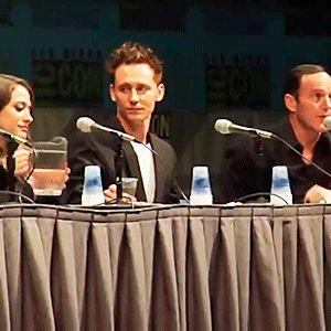 Tom Hiddleston, Kat Dennings and Clark Gregg at SDCC 2011. Video: https://www.instagram.com/p/BS4Qa2HDbQv/