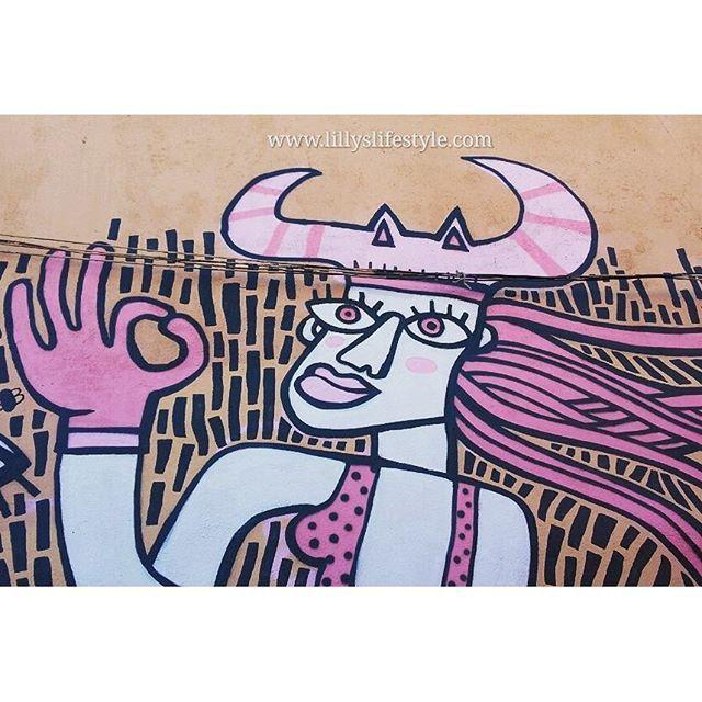 C'è un momento che devi decidere: o sei la principessa che aspetta di essere salvata o sei la guerriera che si salva da se... io credo di aver già scelto... mi son salvata da sola. 😉 (marilyn monroe) #lillyslifestyle #streetart #lisbona #alisbonaconlilly #unaitalianainportogallo #portogallo lillyslifestyle.com #lisbon #lisboa #portugal