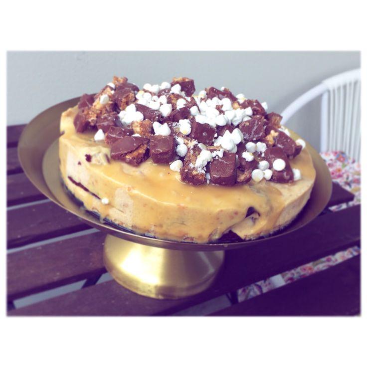 Snickersglasstårta! #snickers#tårta