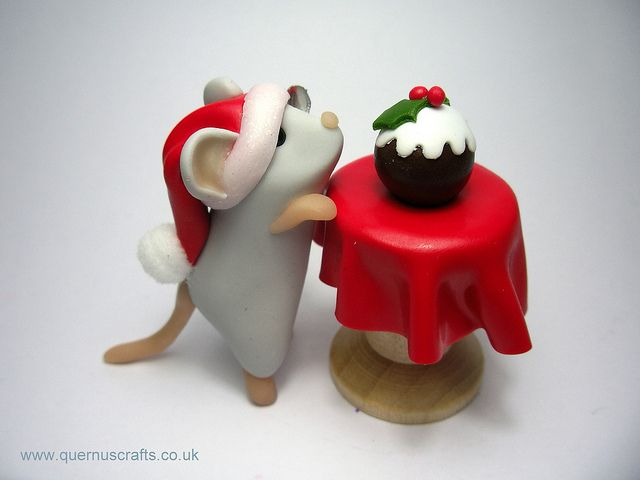 Christmas Pudding Mouse with Table by QuernusCrafts, via Flickr