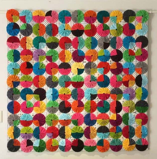 """""""YoYos a la Mode"""" quilt by Rachel Daisy   Blue Mountain Daisy (Australia). 2nd place in the Modern Traditionalism category at the 2015 Modern Quilt Show Australia."""