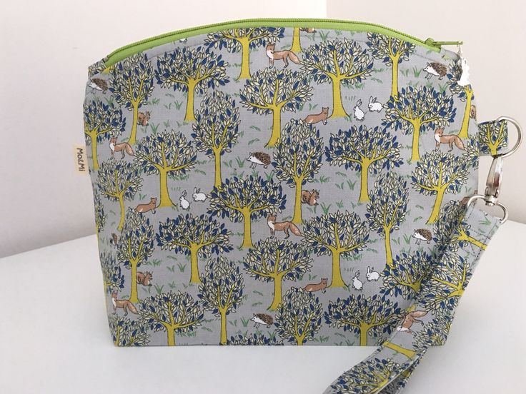 Small Zip Bag, Project Bag, Knitting Bag, Cosmetic Bag, Forest Bag by MoAndMi on Etsy https://www.etsy.com/au/listing/520799666/small-zip-bag-project-bag-knitting-bag